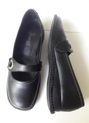 Повністю шкіряні туфлі у доброму стані 40 р.