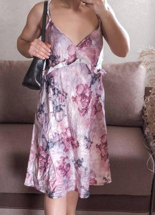 Шёлковое платье нарядное в бельевом стиле
