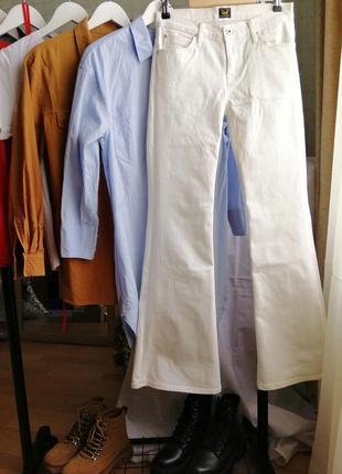 Белые джинсы-клеш lee, 27 р