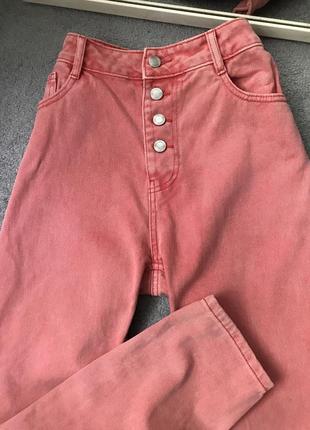Шикарні рожеві джинси мом