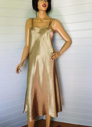Сатиновое платье на тонких бретельках