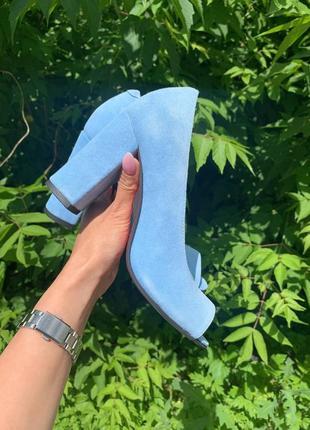 Изумительные босоножки из голубой замши