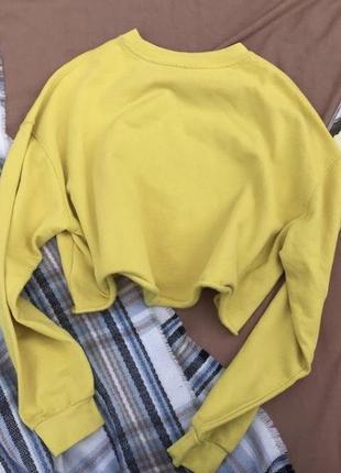 Желтый короткий свитерок