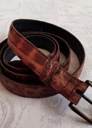 Длинный кожаный ремень коричневый рептилия