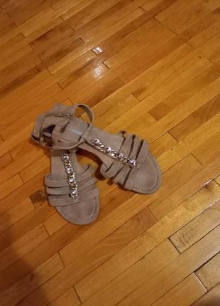 Босоножки graceland сандалі на низькому ходу замшеві закрита пятка тілесні шоколанді