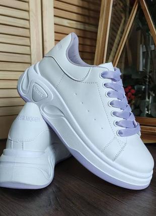 Фиолетово-белые кроссовки