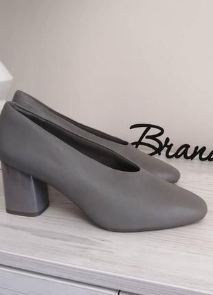 Шикарные кожаные туфли лодочки