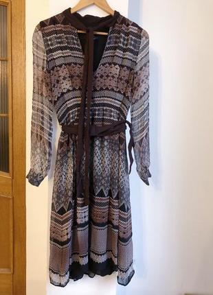 Брендовое шелковое платье в орнамент
