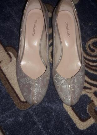 Туфлі класичні.