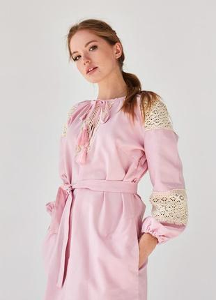 Платье с кружевом цвет пудра