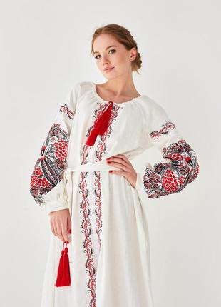 Роскошное льняное платье с этнической вышивкой петраковка