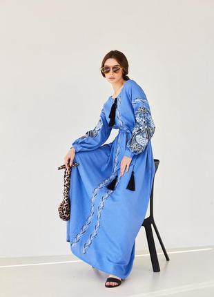 Роскошное льняное платье с красивой вышивкой украина