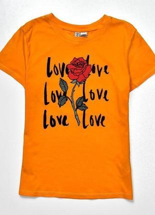 H&m оранжевая футболка с розой  и слоганом. с-ка