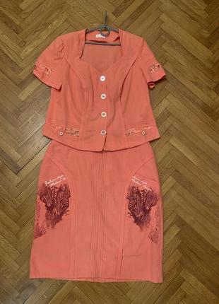 Женский костюм : юбка и рубашка