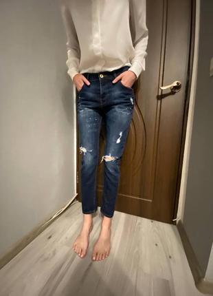 Крутые тёмно синие джинсы mango