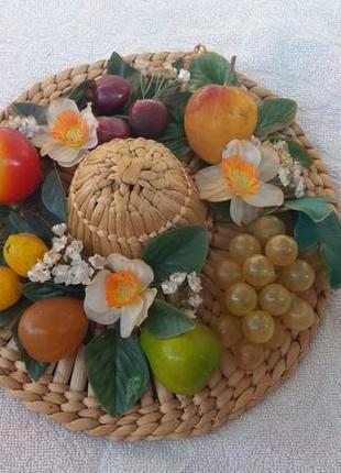 Ручная работа.натюрморт с фруктами в виде капелюха.