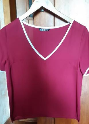 Блуза с треугольным вырезом малинового цвета размер s