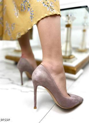 Шикарные женские замшевые бежевые туфли лодочки на шпильке