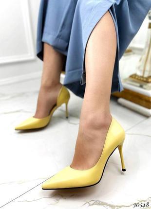 Шикарные женские желтые туфли лодочки на шпильке