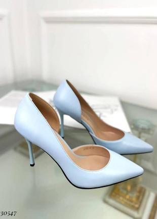 Шикарные женские голубые  туфли лодочки на шпильке