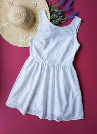 Красивое белое платье из прошвы с вырезом на спине new look.