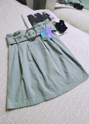 Вельветовая юбка мини со сборкой и пряжкой
