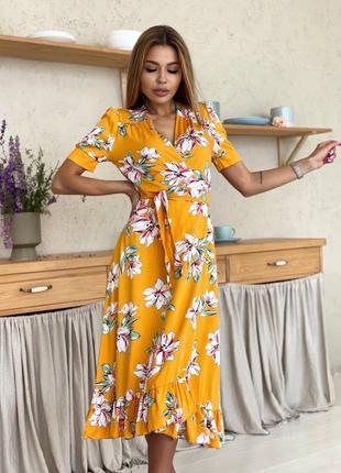 Платье на запах в цветочек горчица