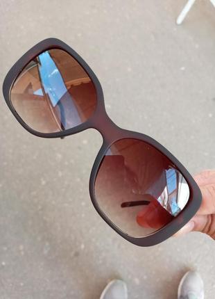 Стильные соеднего размера квадратные очки в матовой оправе минимализм
