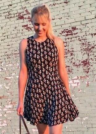 Платье в пеликанах h&m