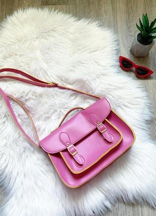 Яркая розовая сумочка на плечо 😍
