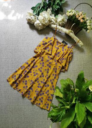Платье в цветы prettylittlething