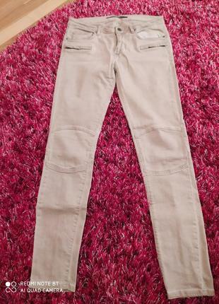 Светлые брюки джинс zara