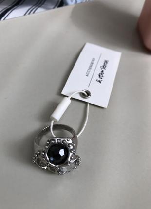 Кольцо с черно белыми камнями &other stories