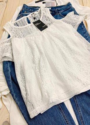 Невероятный белый кружевной топ блуза с вырезами по плечах jennyfer