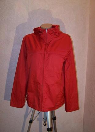 Красная с капюшоном куртка-ветровка/от дождя/tommy hilfiger