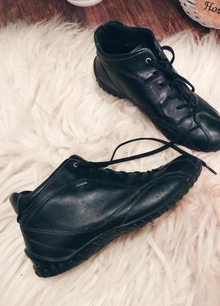 Кожаные ботинки от ecco