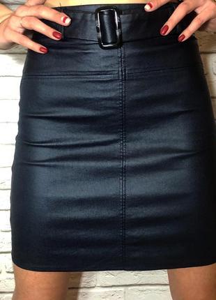 Стильная юбка из эко-кожи синего цвета с ремнем новая