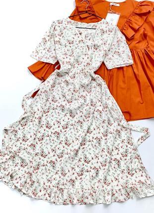 Нова ніжна сукня довжини міді в квітковий принт, в талії фіксується пояском