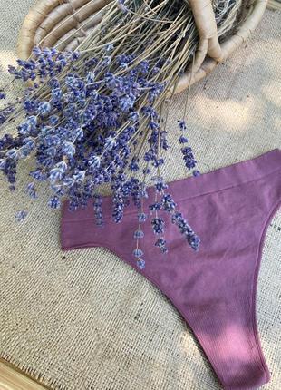 Бесшовные стринги цвета нежно фиолетового цвета