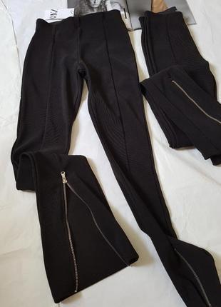 Текстуровані чорні легінси з замками внизу, zara! оригінал, з португалії!