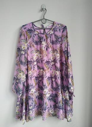 Жіноче плаття з квітами