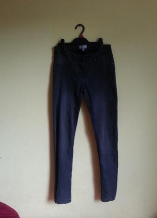 Темно серые узкие джинсы
