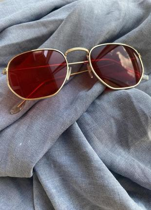 Красные очки тонкие дужки
