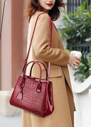 Модная женская сумка под рептилию