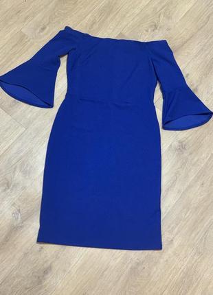 Эффектное платье открытые плечи