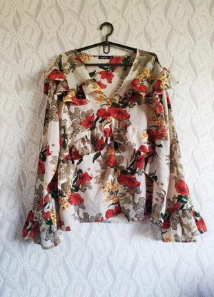 Boohoo квітчаста блуза сорочка з широкими рукавами та воланами батал