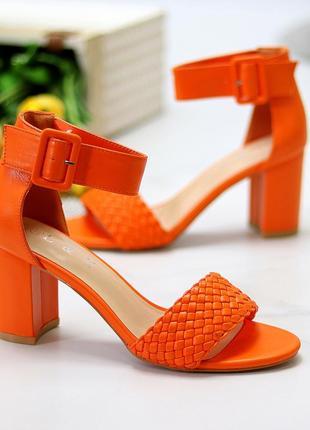Женские оранжевые босоножки на устойчивом каблучке