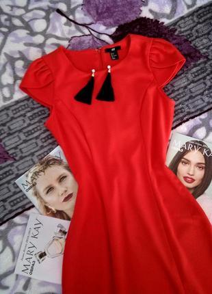 Красное платье, червона сукня