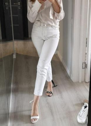 Белые джинсы из плотного денима