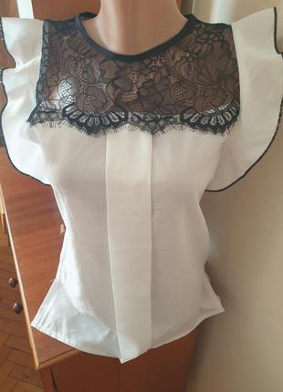 Новая нарядная блуза с кружевом и рукавами воланами